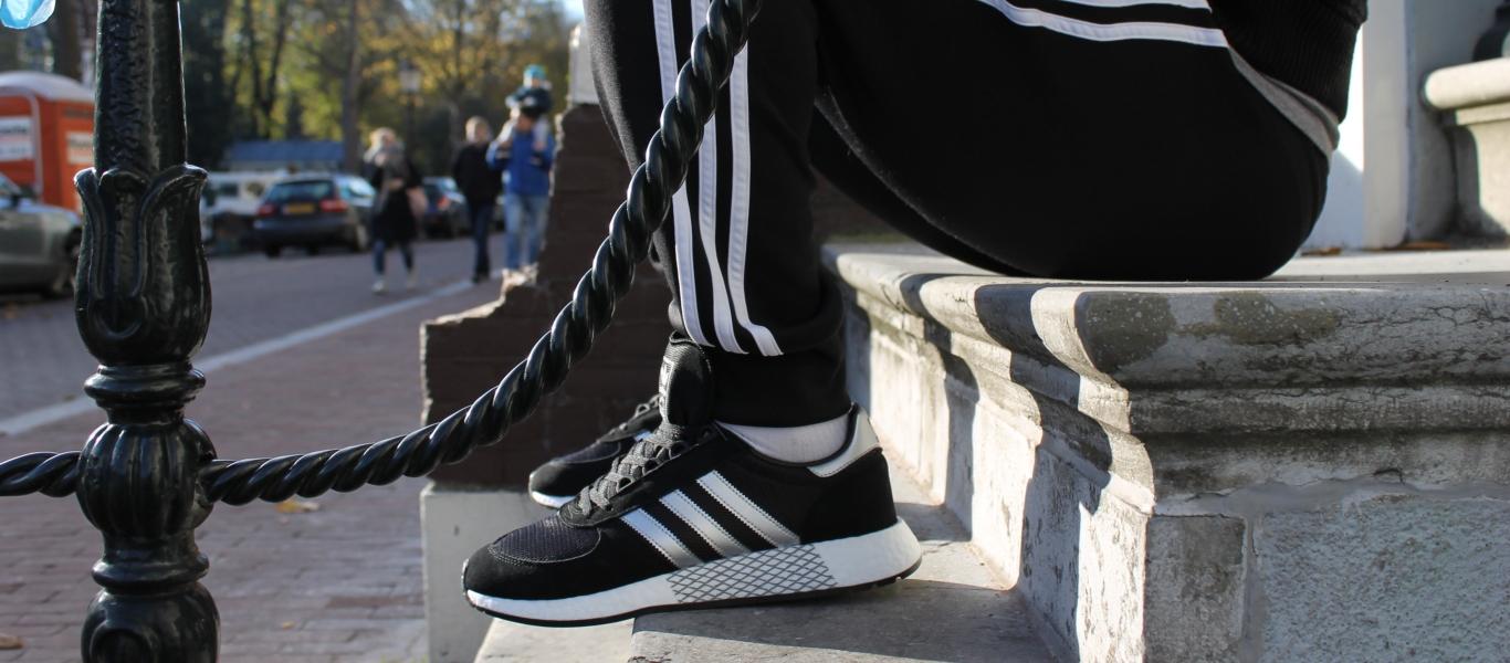 adidas Marathon x 5923 auf der Treppe